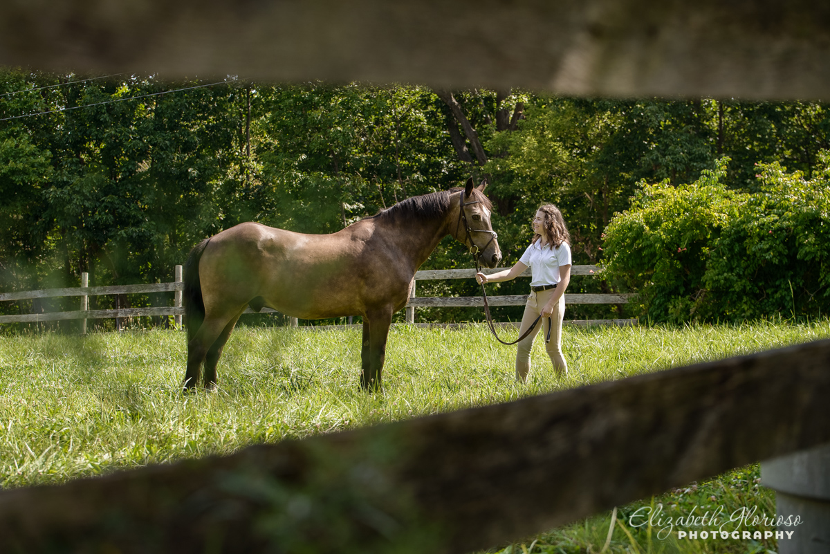 Senior photo and horse Cleveland Ohio