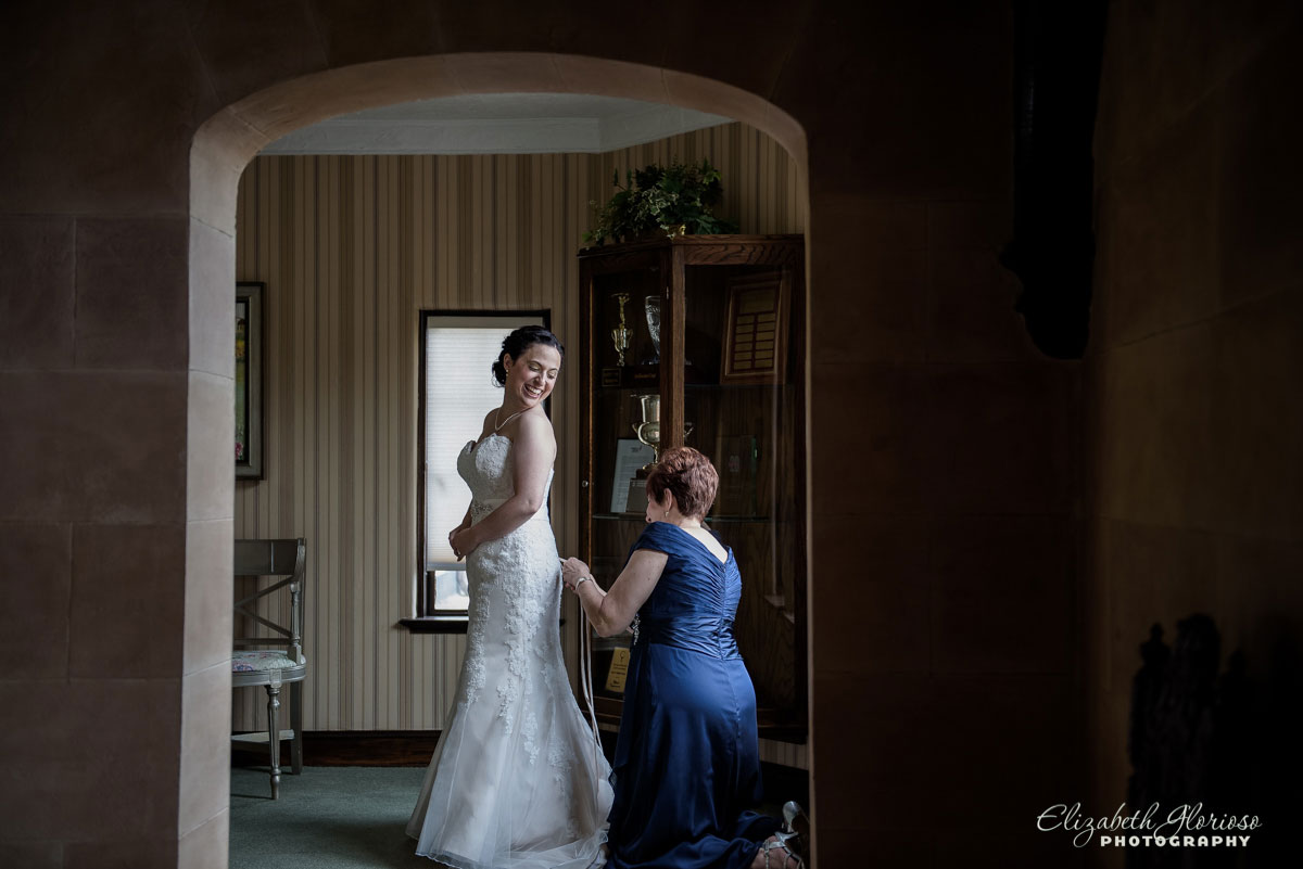 Photo of bride getting ready at Lake Forest County Club in Hudson, OH