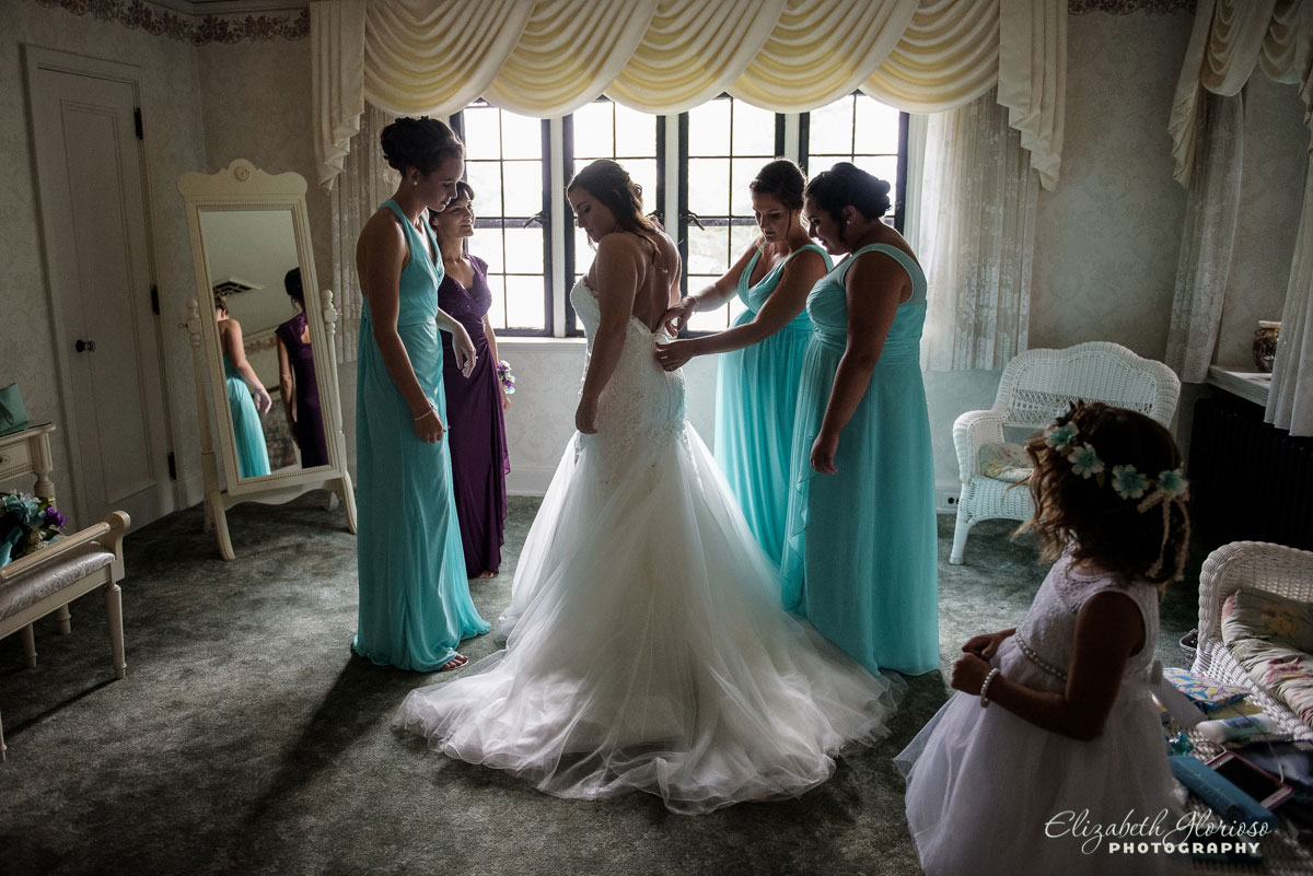 Picture of bridal party helping the bride get ready at The Tudor House in Akron, OH