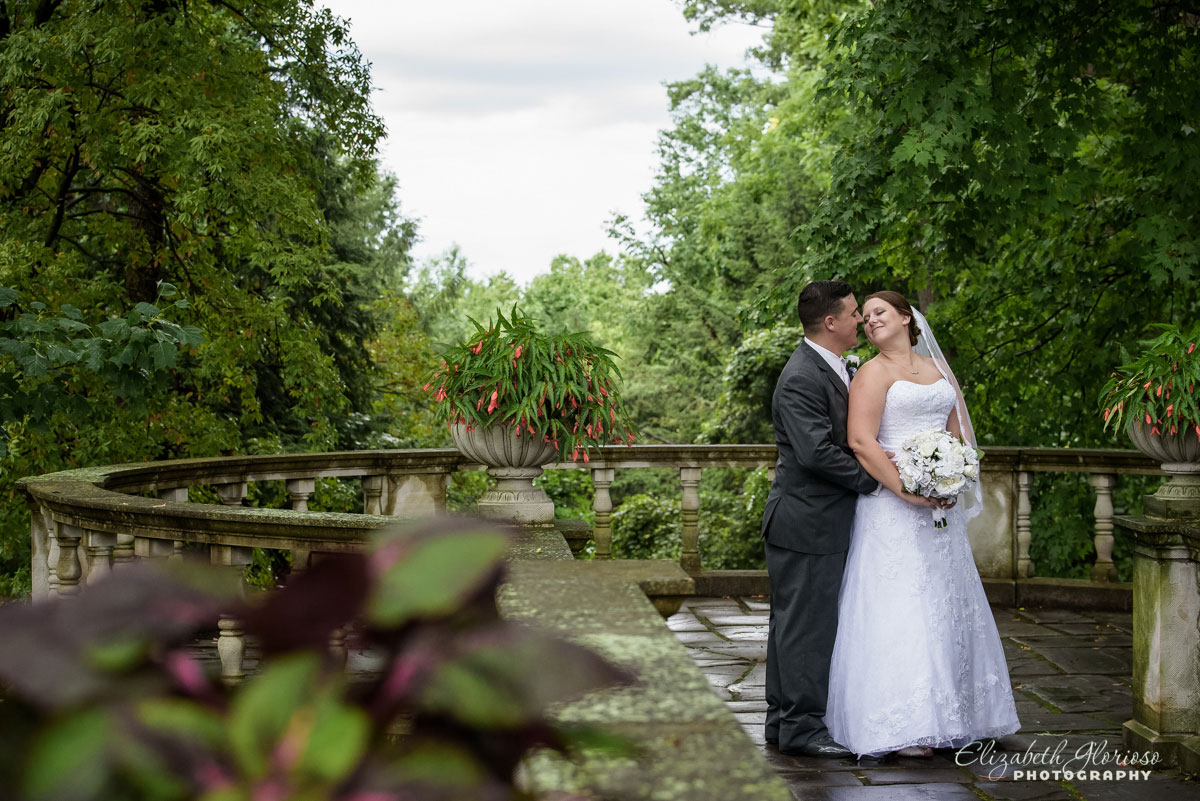 Picture of bride and groom at Stan Hywet Hall in Akron, OH