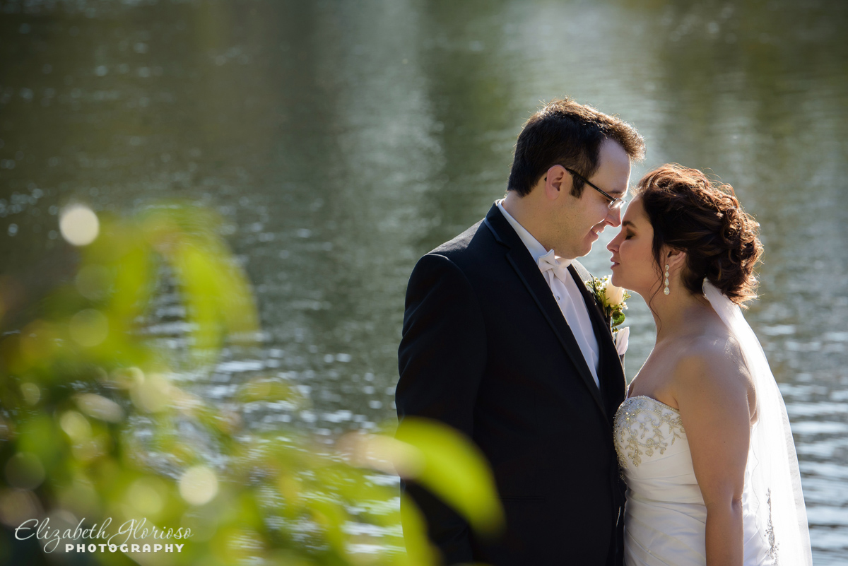 Romantic Bride and Groom at Cleveland Museum of Art Lagoon